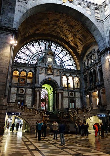 Antwerpen-Centraal entrance
