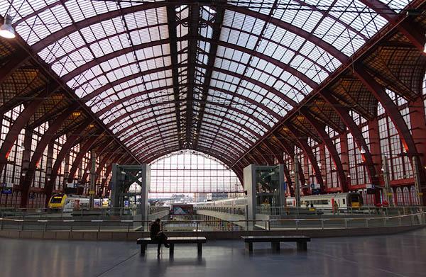 Antwerpen-Centraal boarding area
