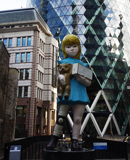 Damien Hirst statue outside the Gherkin